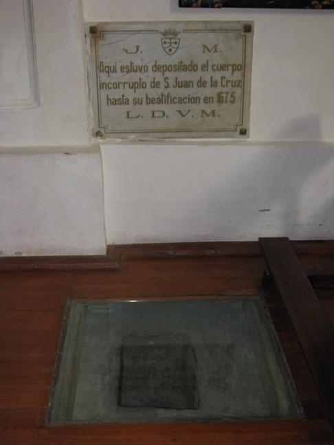 Sepultura original de Juan de la Cruz